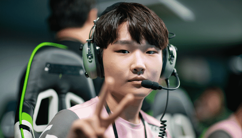 """Hee-su """"Heesu"""" Jeong makes a peace sign for the camera during a break between games"""